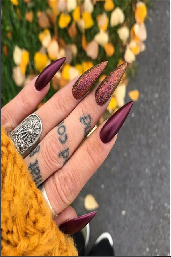 Top 22 Stylish Long Stiletto Nail Art Designs #stiletto_nail_art #long_stiletto-nails #long_nail_art