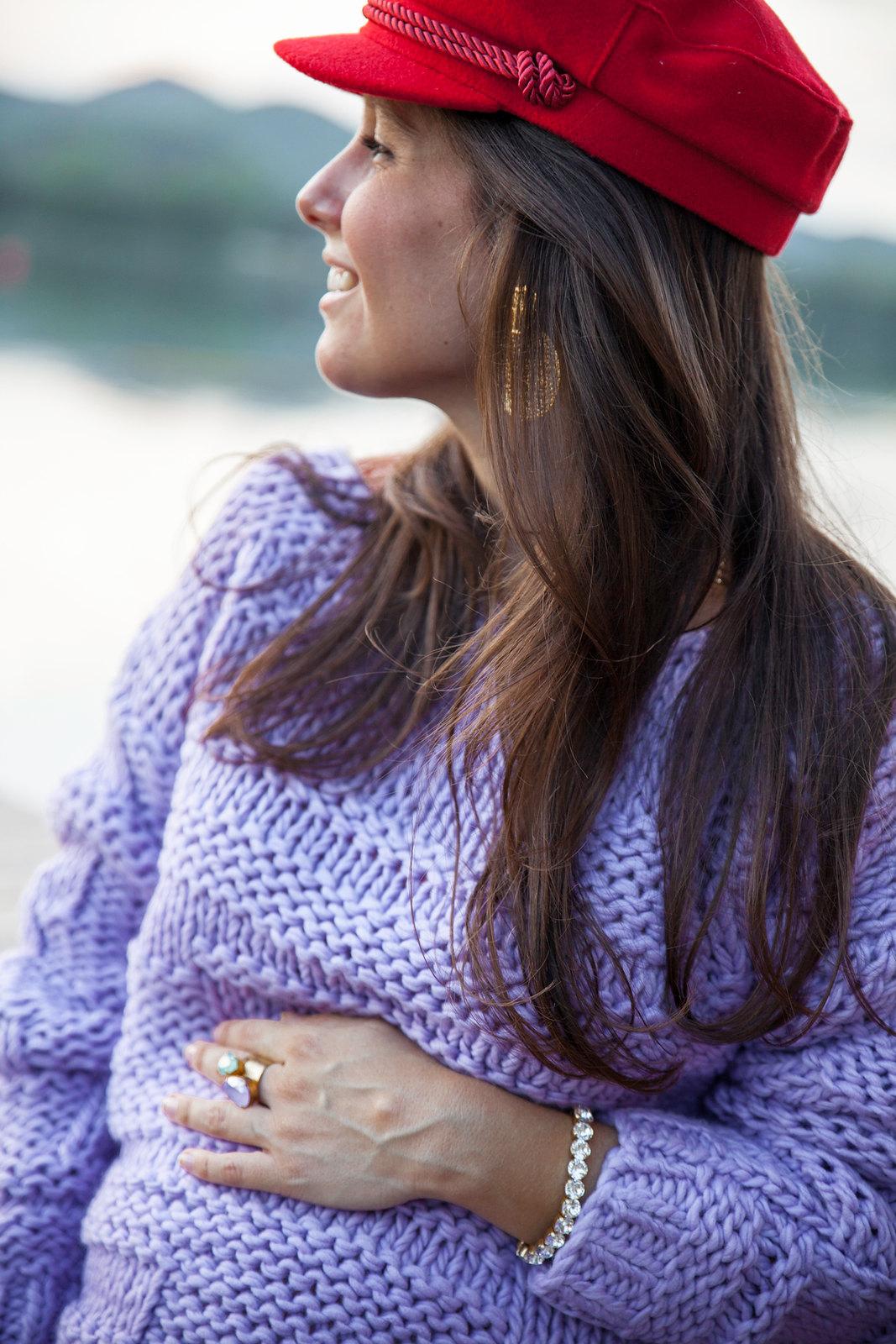 Cómo combinar jersey lila.