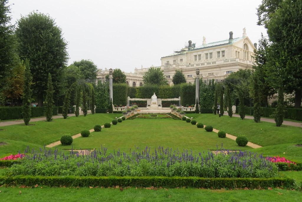 Памятник императрице Елизавете Баварской