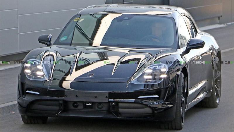 Porsche-Taycan-Sport-Turismo-5