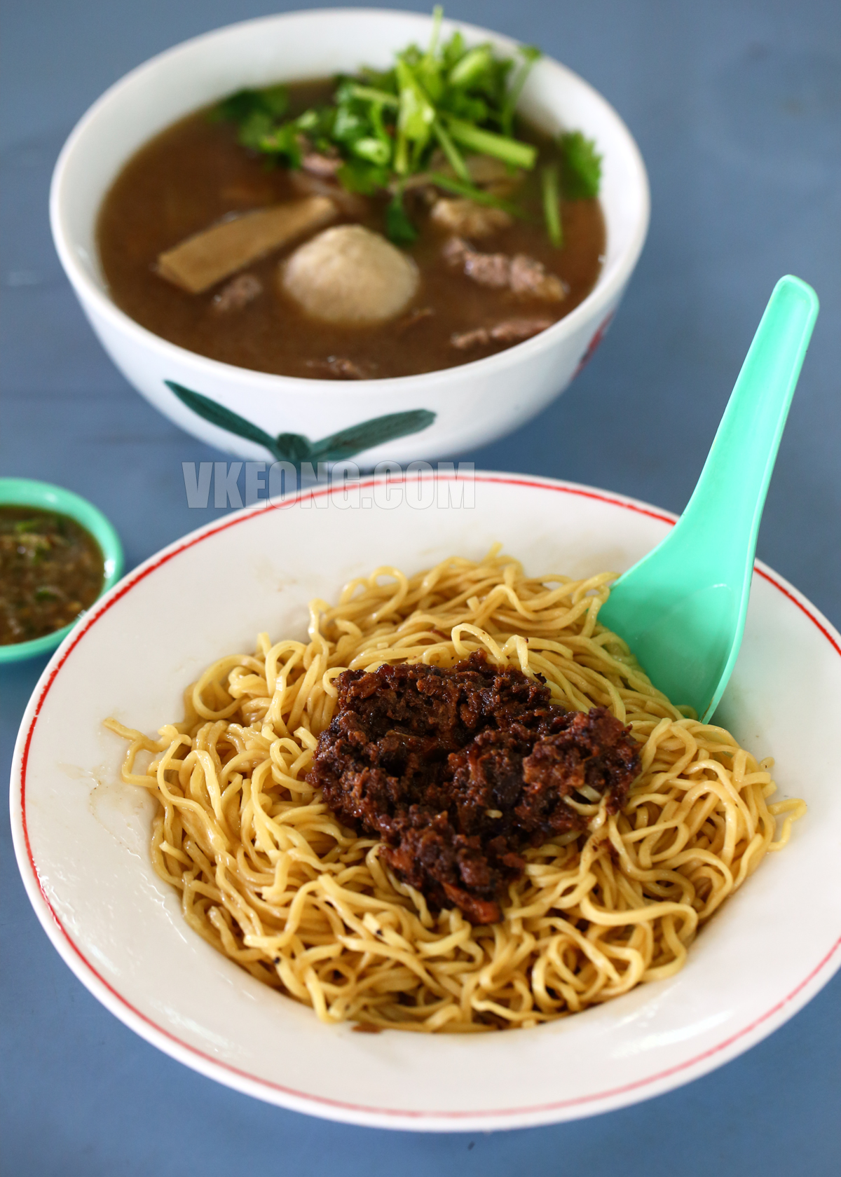 Hakka-Mee-with-Beef-Soup