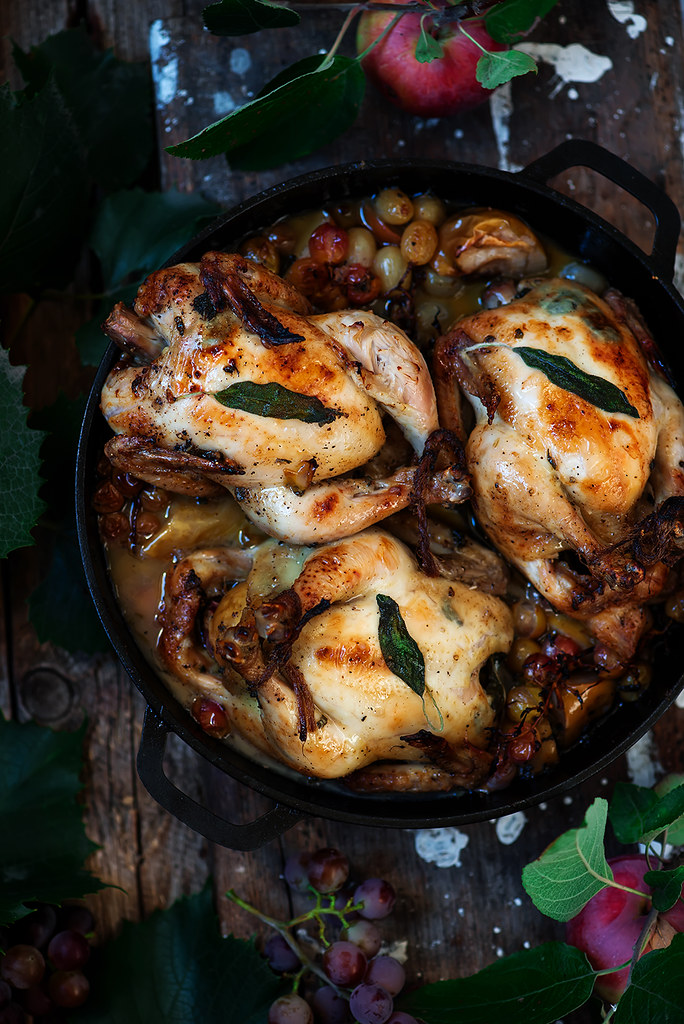 Roasted  chickenhens with grapes and apples.1 copy