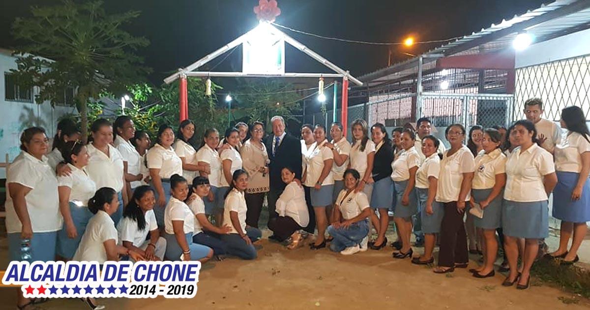 Alcalde de Chone reconocido como Personaje Emblemático en UE Polivio López Panta