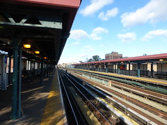 IRT 219 Street Station (2) - White Plains Road el line