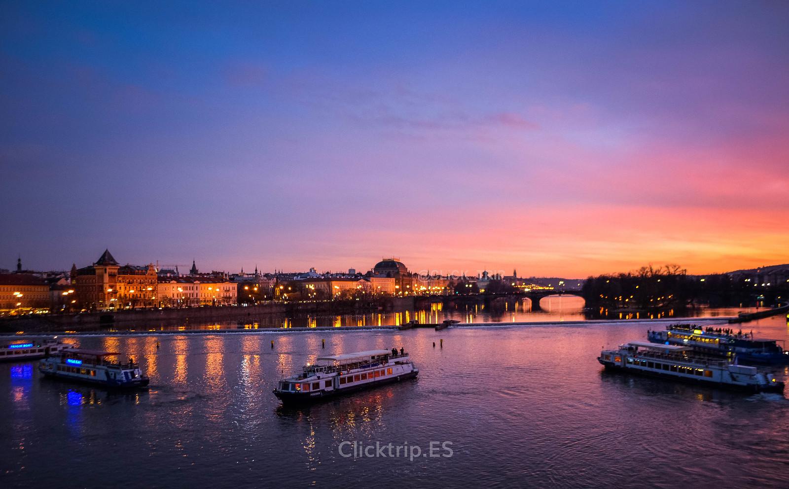· Vistas desde el puente de Carlos al atardecer ·