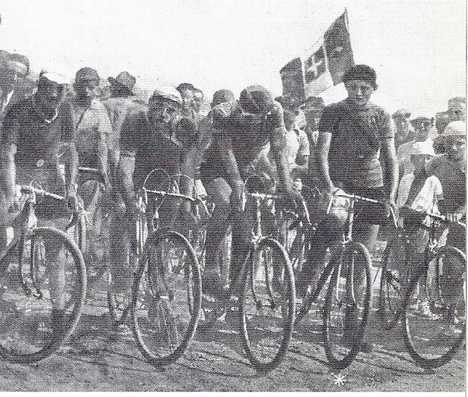 F.Coppi, secondo corridore da destra, nel 1937 quando correva da allievo