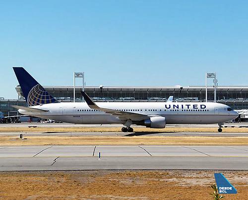 United B767-300ER en SCL (R.Vildosola)