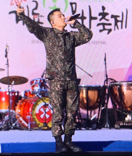 Taeyang Daesung Ground Forces Day 3 2018-10-08 (9)