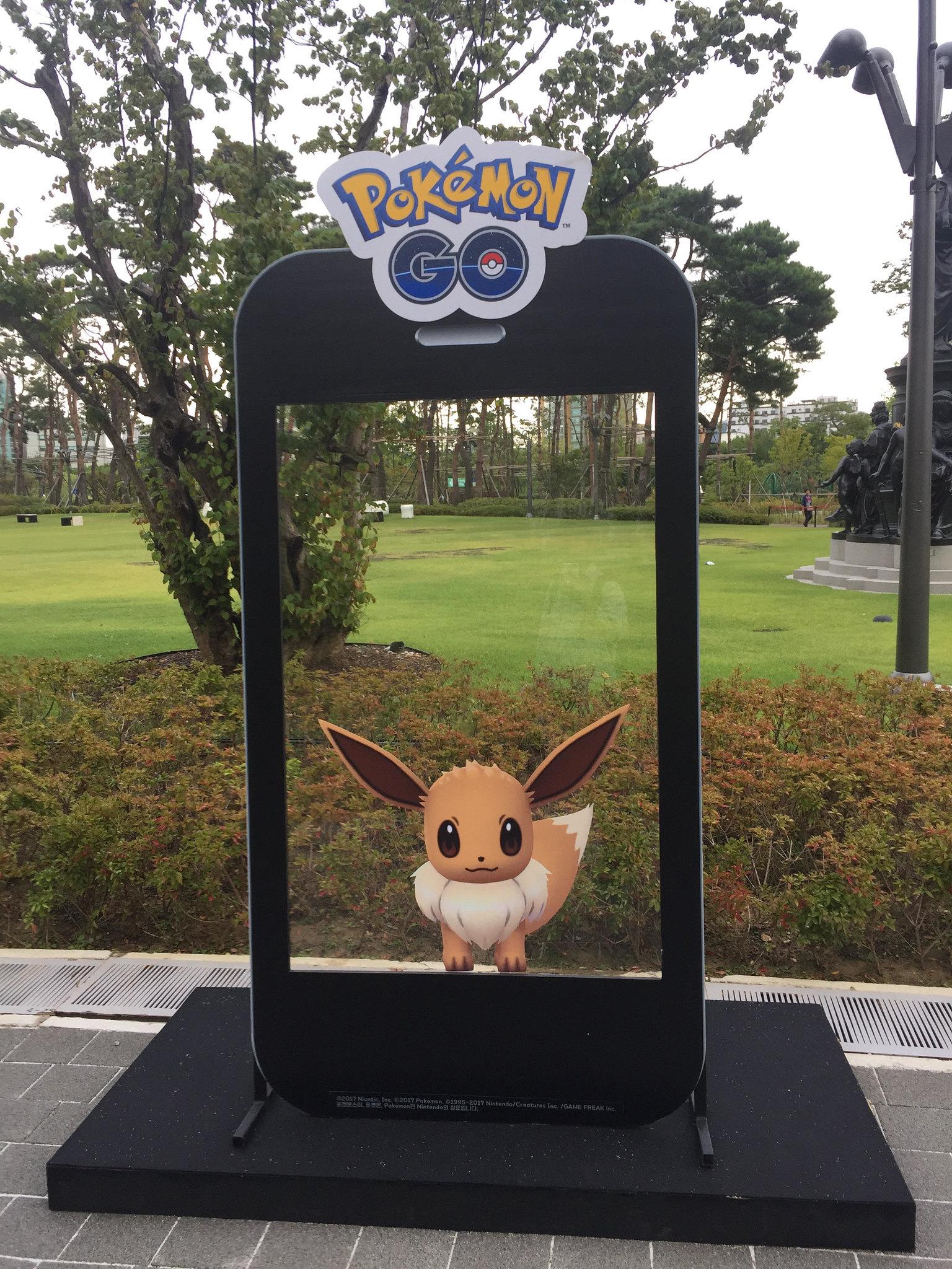 keb_hana_bank_and_sk_telecom_pokemon_go_week_at_pokemon_fest_2018_eevee