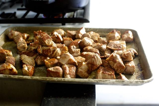 棕色猪肉块