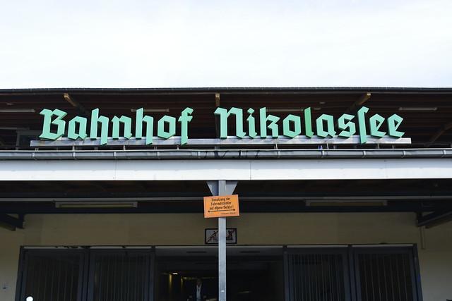 Bahnhof Nikolassee (Tannenberg Bold)