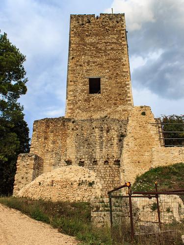 Castello ducale Cantelmo  a Popoli (PE) - il Mastio a forma pentagonale