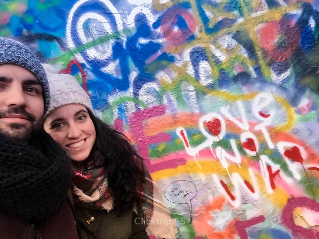 · LOVE NOT WAR · Muro de John Lennon ·