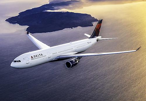 Delta A330-300 flying (Delta)