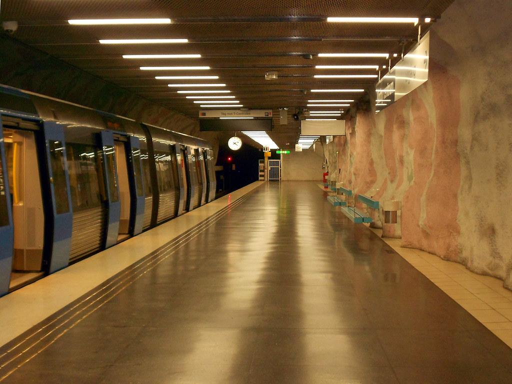 """Станция метро """"Mörby Centrum"""""""