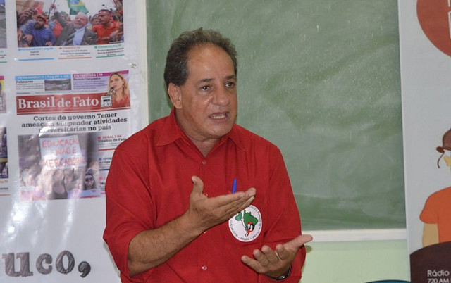 Jaime Amorim, militante histórico del MST, fue detenido repartiendo Brasil de Fato