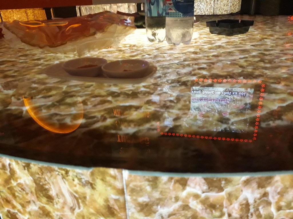 Mặt bàn phòng Karaoke kính cường lực in vân đá GH-221 cực kỳ độc đáo