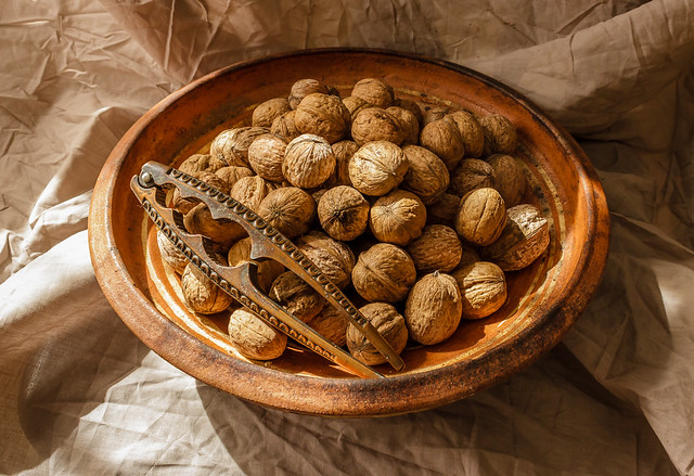 Whole walnuts in a, Canon EOS 600D, Canon EF-S 18-55mm f/3.5-5.6 III