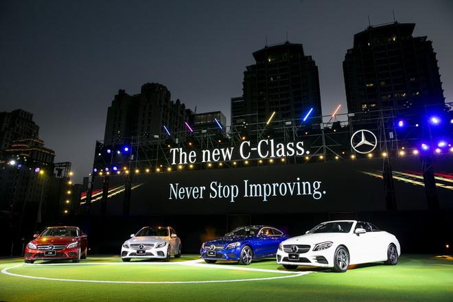 The new C-Class同步發表全系列家族車型,包含四門房車、五門旅行車、雙門跑車、軟頂敞篷車等四種車型