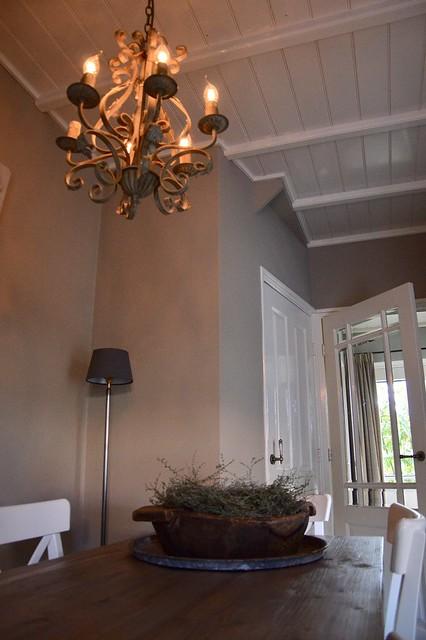 Balkenplafond kroonluchter olijfbak
