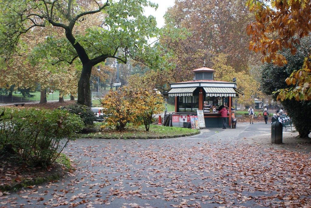 Café dans le parc Valentino à Turin.
