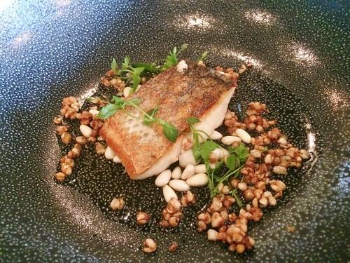 Part de poisson du jour  / Shimeji / pignons frais / Infusion au Lapsang Souchong (Pouilly Fumé 2015, Rey, Bourgogne)