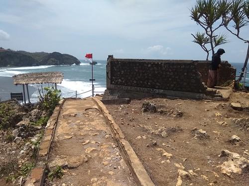 Pantai Sebelah timur pulau drini