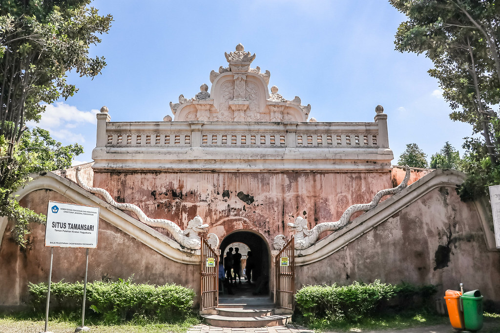 taman-sari-water-castle-alexisjetsets