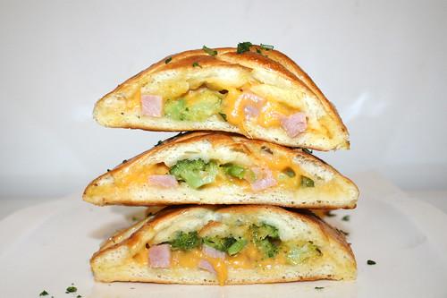 26 - Stromboli with ham, broccoli & cheddar - Stacked / Stromboli mit Schinken, Brokkoli & Cheddar - Gestapelt