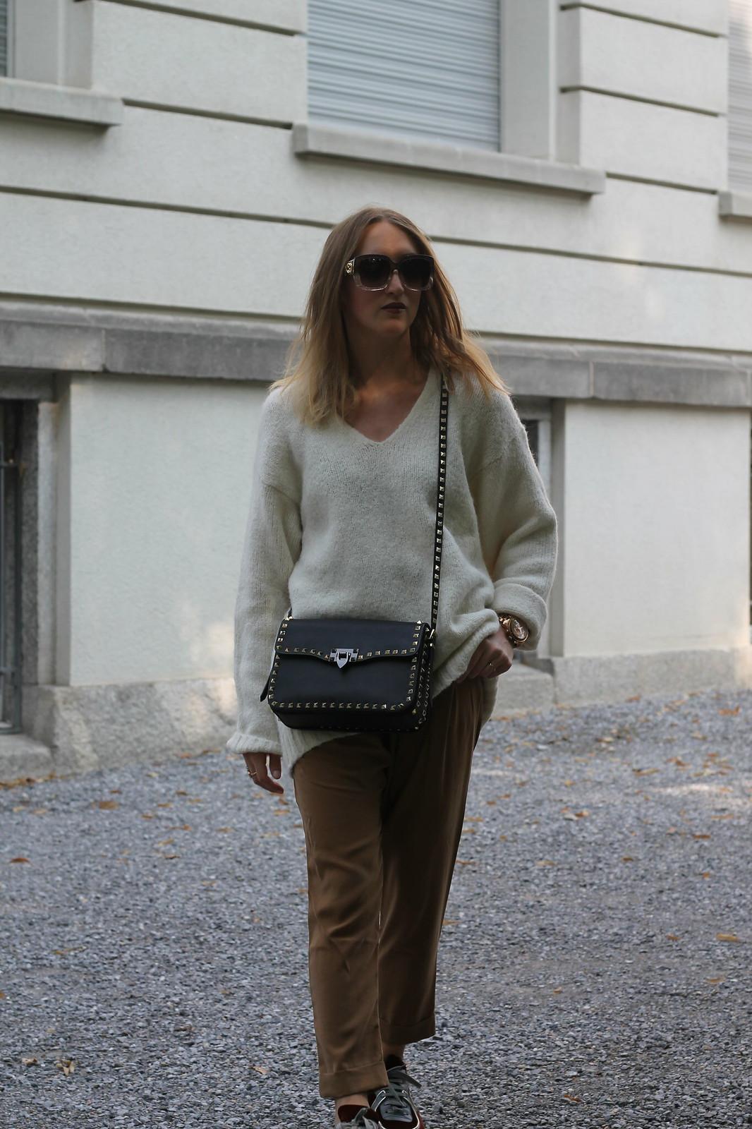 chanel-sneaker-whole-outfit-walk-wiebkembg