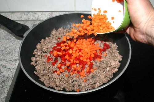 41 - Paprika & Möhren dazu geben / Add bell pepper & carrots