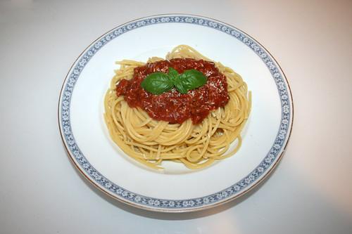 05 - Spaghetti with mincemeat tomato sauce - Served / Spaghetti mit Hackfleisch-Tomatensauce - Serviert