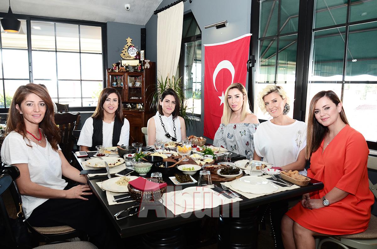 Ülfet-Barcın,-Feyza-Afyoncu,-Eda-Uğurlu,-Pınar-Cantez,-Şefika-Köseoğlu,-Nimet-Alaattinoğlu