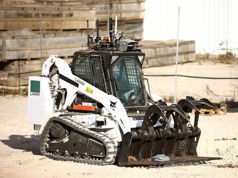 IAI-Sahar-robotic-bulldozer-c2014-id-1