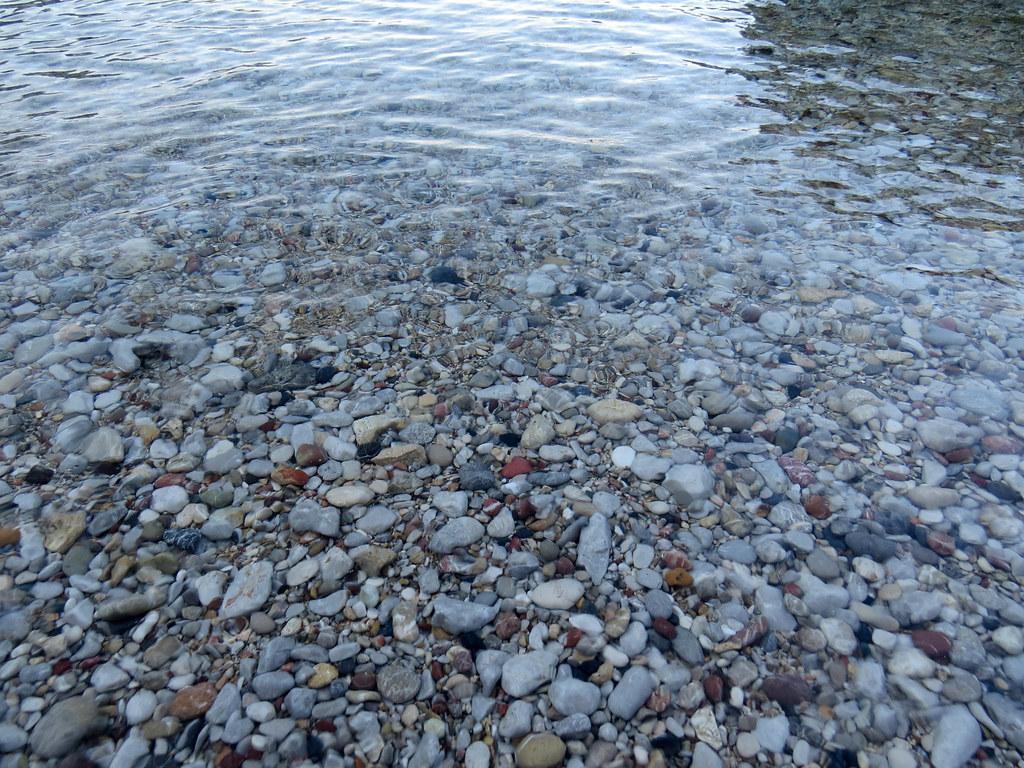 Пляж в бухте Энтони Куинна