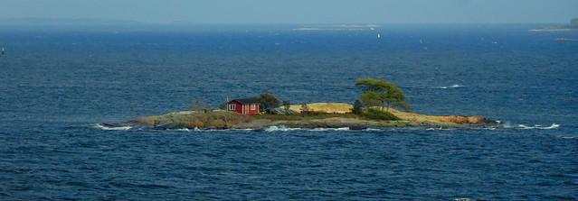 Island beach house in the Gulf of Finland
