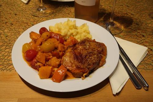 Hähnchenschenkel in Kürbis-Tomaten-Sahnesoße zu Kartoffelstampf
