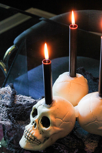diy-skull-candleholder-3