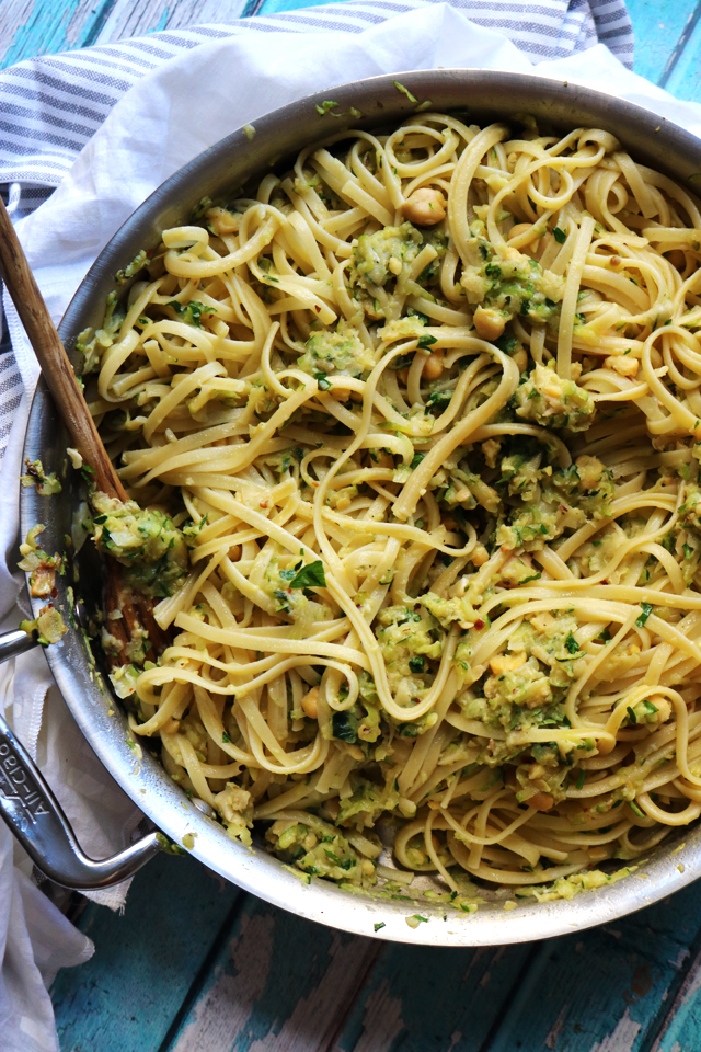 Weeknight Linguine with Chickpeas and Zucchini