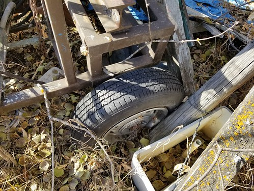 20181024.cleanup.sprucegroveperimeter.garagesouthcorner.junk.findingthings3