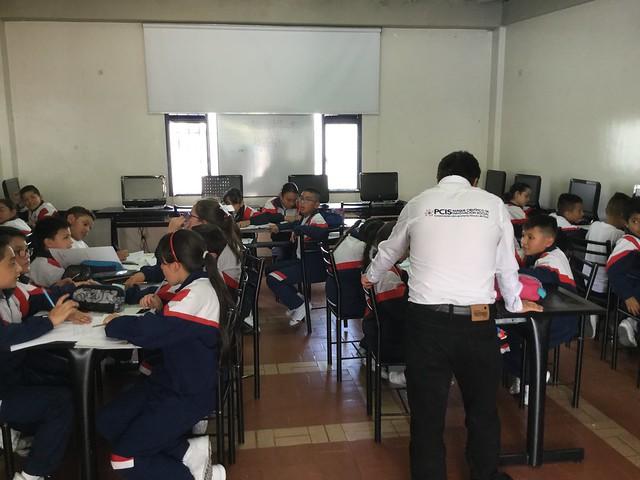 Proyecto STEM con Fundación Chevrolet en Colegio San Luis Gonzaga de Bogotá