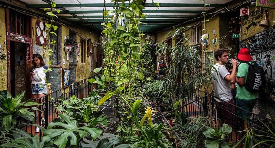 De leukste wijken van Boedapest, ruïnepub Szimpla Kert Boedapest (foto met dank aan: Szimpla Kert) | Mooistestedentrips.nl