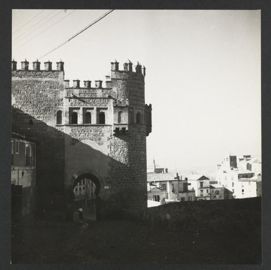 Puerta del Sol. Fotografía de Yvonne Chevalier en 1949 © Roger Viollet