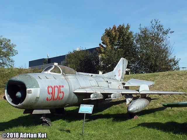 Mikoyan MiG-19PM, Fujifilm FinePix HS35EXR