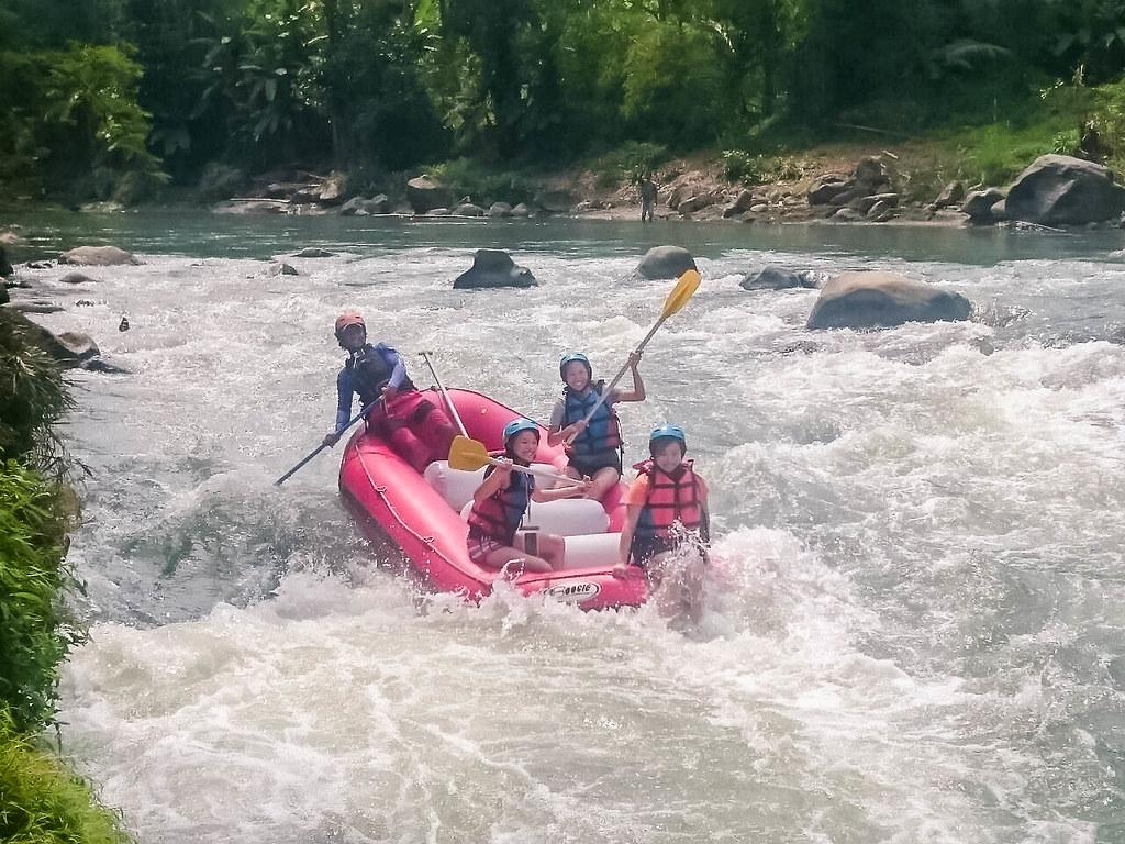 yogyakarta-water-rafting-alexisjetsets