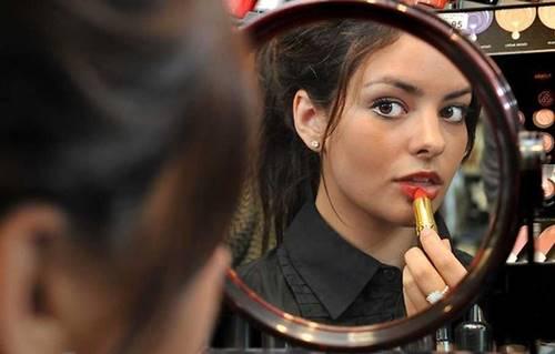 5 Kesalahan Makeup yang Malah Buat Anda Terlihat Tua