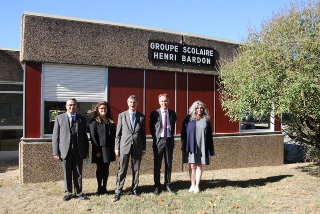 Le 4 octobre 2018, le recteur Olivier Dugrip, accompagné de François Coux, Inspecteur d'académie, directeur académique des services départementaux de la Gironde, s'est rendu à Castillon-La-Bataille pour visiter l'école Henri-Bardon