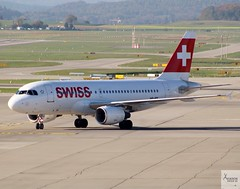 SWISS A319-112 HB-IPY taxiing at ZRH.LSZH