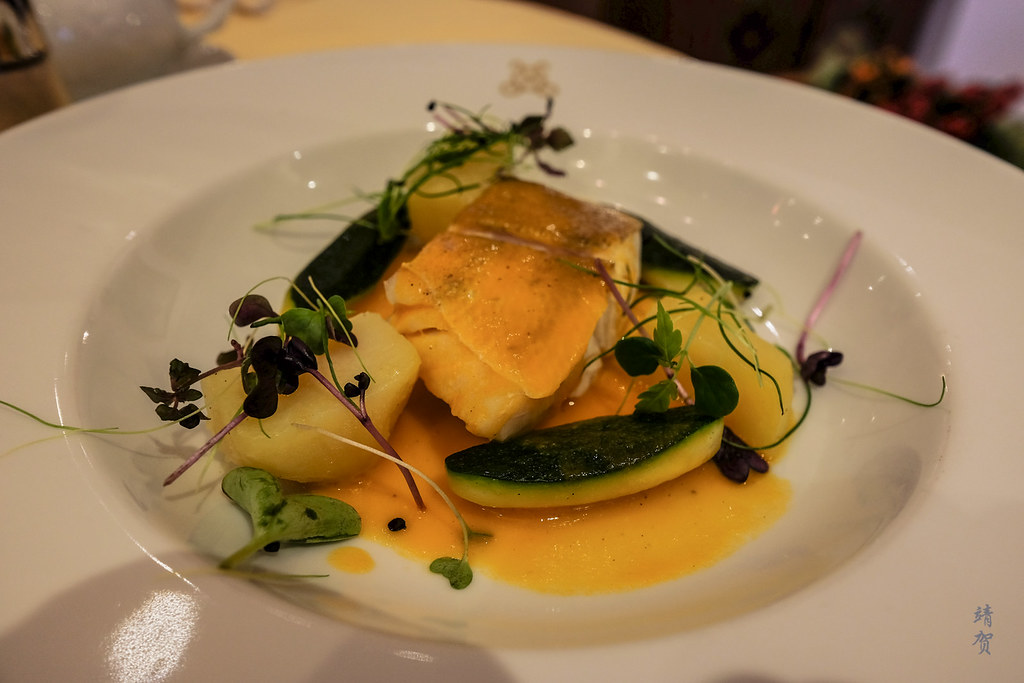 Steamed fillet of zander with tomato-olive oil sauce
