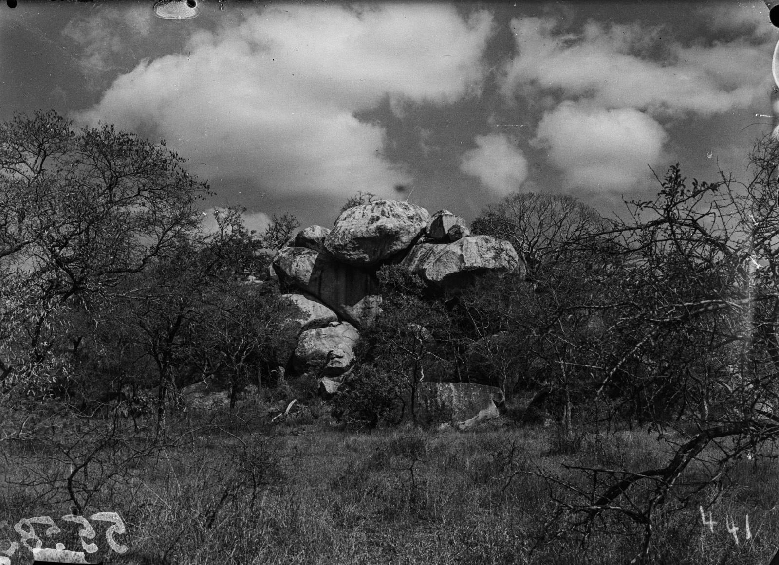 Малелан. Рядом с городом расположено горное породообразование, которое Шомбургк называл львиной скалой